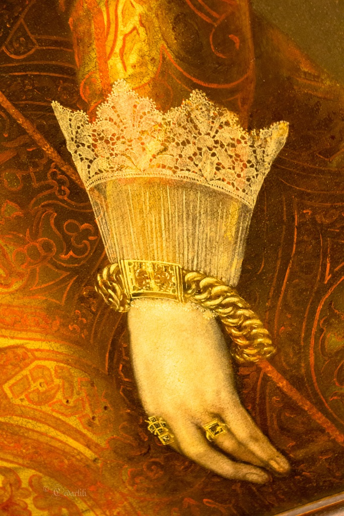 1638 jewelry and lace